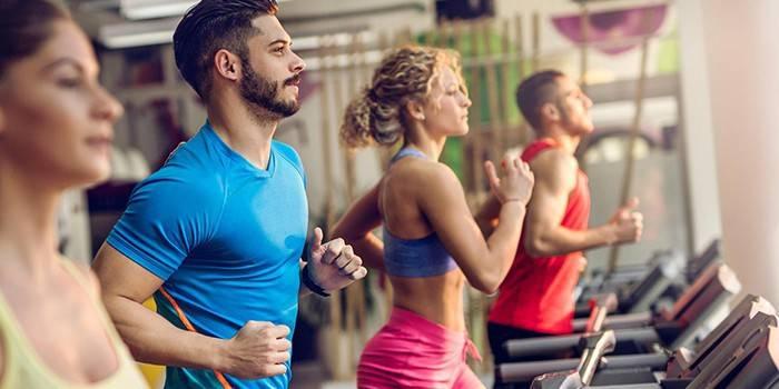 Як схуднути на біговій доріжці чоловікові або жінці - користь занять і вправ програми