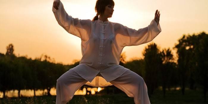 Вправи Цигун - уроки китайської гімнастики для початківців, відео
