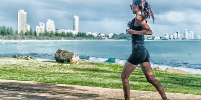 Біг для спалювання жиру інтервальний, джоггінг або на доріжці - програма тренувань для схуднення