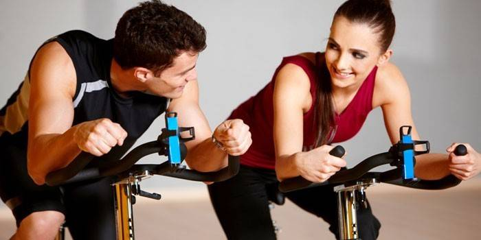Сайкл-тренування для схуднення - користь занять на велотренажері і протипоказання