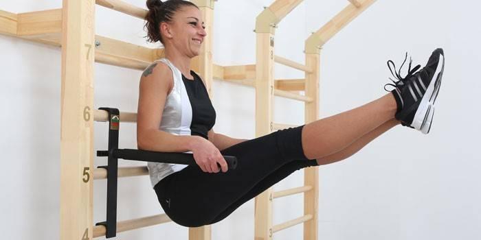 Вправи на шведській стінці для жінок, комплекси для схуднення, преса і спини