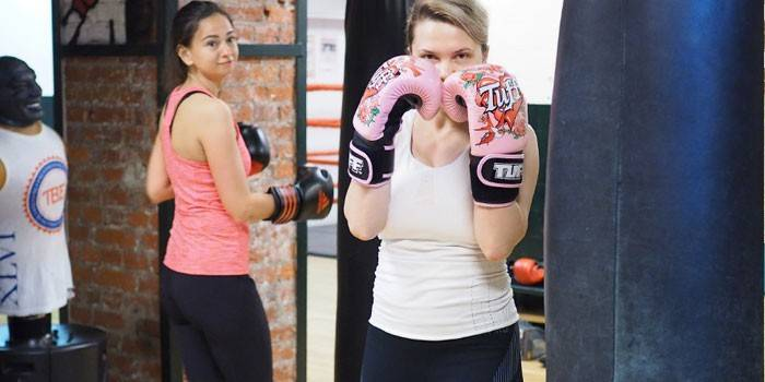 Кікбоксинг для дівчат - користь для схуднення та протипоказання, тренування для початківців з відео