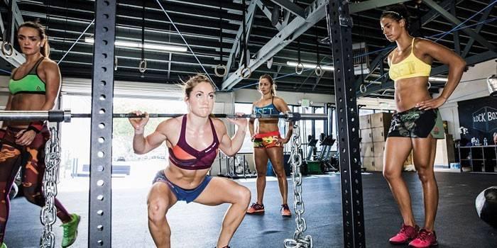 Кроссфіт для дівчат: заняття для схуднення та відгуки