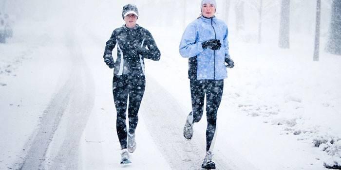 Біг взимку на вулиці - особливості та спеціальний одяг та взуття