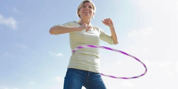 Вправи з обручем - користь занять з хулахуп для дитини і дорослого для схуднення