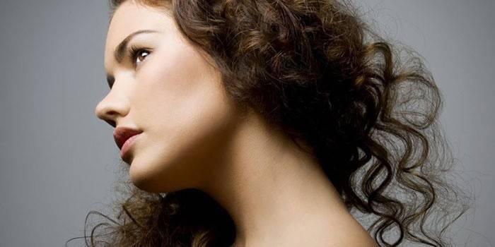 Що робити, якщо волосся пушатся: причини та відгуки