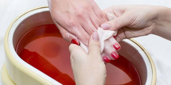 Користь парафінотерапії для рук - етапи проведення процедури в домашніх умовах і в салоні