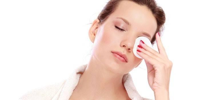 Догляд за шкірою навколо очей кремами, гелями, сироватками та маслами