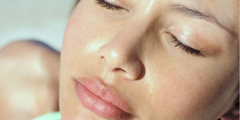 Жирна шкіра обличчя - способи лікування в домашніх умовах за допомогою професійної і народної косметики