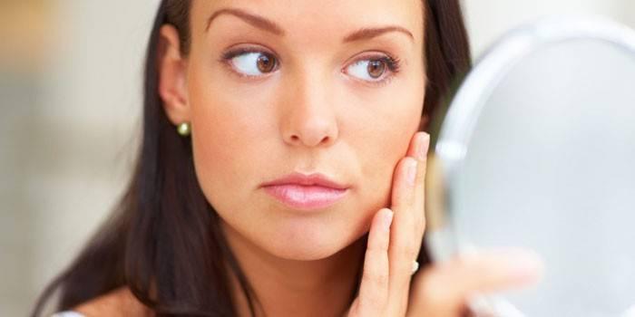 Волосся на обличчі у жінок: як позбутися відгуки