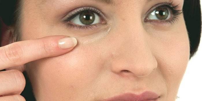 Як швидко прибрати мішки під очима у жінок і чоловіків