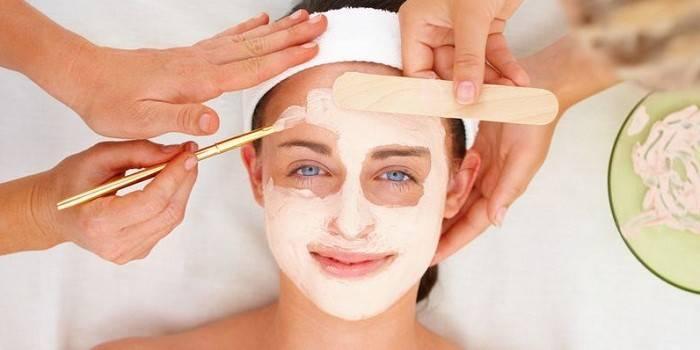 Маска для обличчя з крохмалю замість ботокса - корисні властивості для шкіри, рецепти від зморшок і прищів