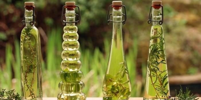 Масло чайного дерева від прищів: застосування в косметології, відгуки
