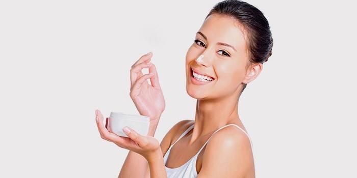 Живильний крем для обличчя: як зробити в домашніх умовах за рецептами, як вибрати косметичний засіб і наносити його, відгуки