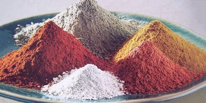 Маска для обличчя з глини білої, голубої та чорної з маслом: домашні рецепти