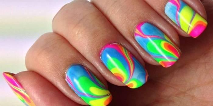 Як зробити різнобарвний манікюр і підібрати поєднання кольорів