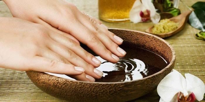 Ванночки для зміцнення нігтів в домашніх умовах - як зробити лікувальні засоби за народними рецептами