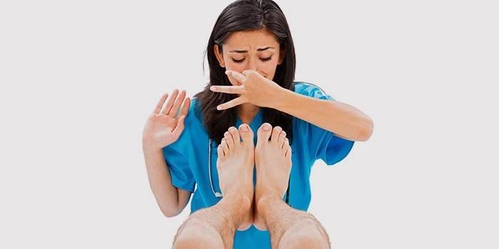 Як позбавитися від запаху ніг і неприємної пітливості в домашніх умовах