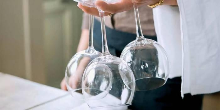 Як відмити клей від етикетки з посуду - професійні і народні методи