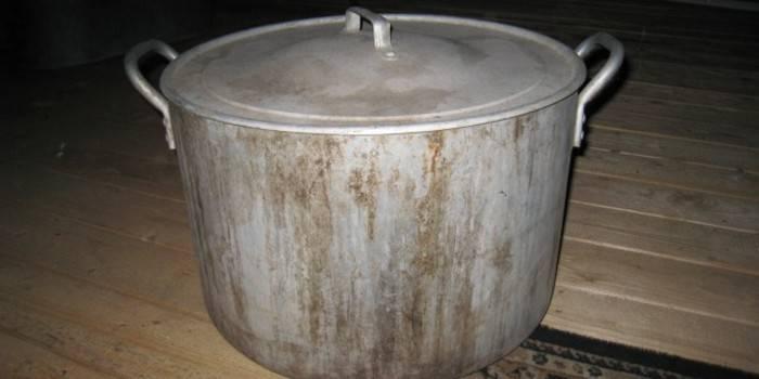 Як відмити пригоріла алюмінієву каструлю - професійні і народні засоби