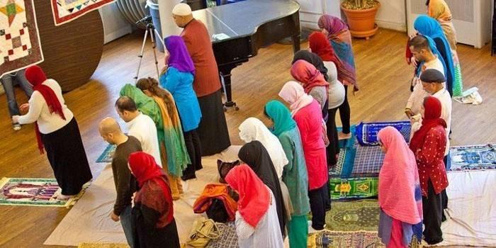 Як правильно тримати Уразу жінці, заборони та обмеження для літніх людей та вагітних, розклад молитов на 2019 рік
