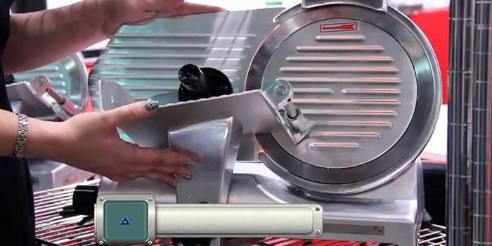 Слайсер для нарізки - принцип роботи та правила використання, як вибрати з вигляду, конструкції і потужності