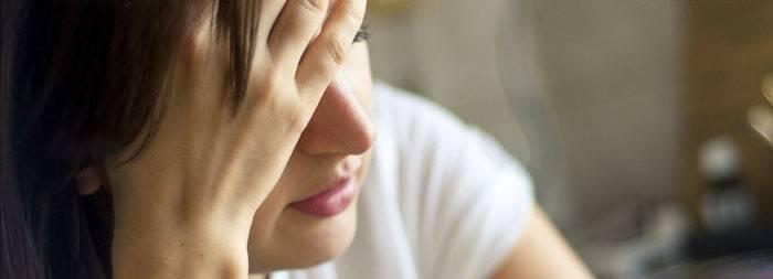 Що робити якщо нудить, болить живіт і слабкість