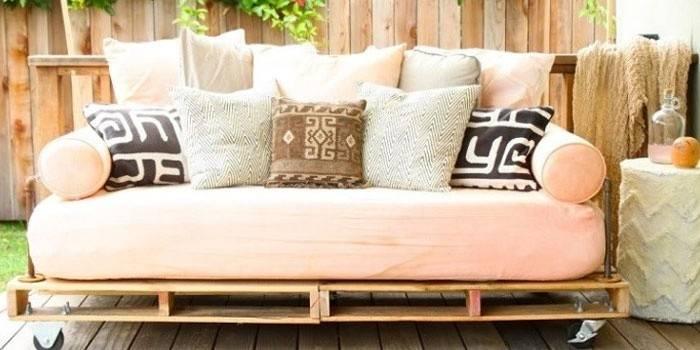Ліжко з піддонів: покрокова інструкція виготовлення простого спального місця своїми руками