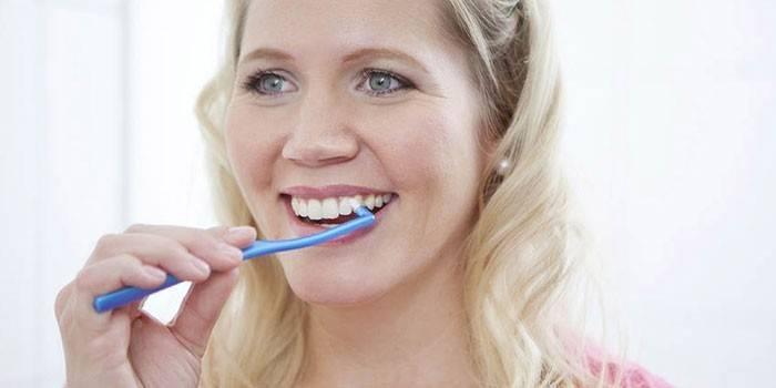 Монопучкова зубна щітка - огляд кращих моделей з характеристиками