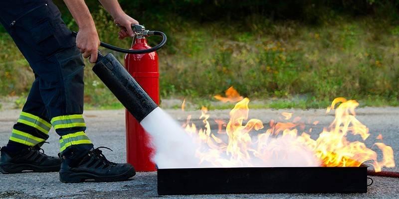 Як користуватися вогнегасником - вуглекислотним, порошковим і повітряно-пінним, правила застосування