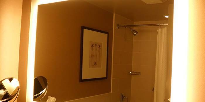 Дзеркало у ванну кімнату - рейтинг настінних, підлогових і дизайнерських моделей з цінами та фото