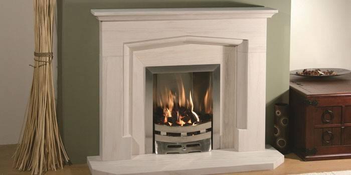Декоративний камін для квартири з імітацією вогню, як зробити своїми руками для інтер'єру, фото і відео