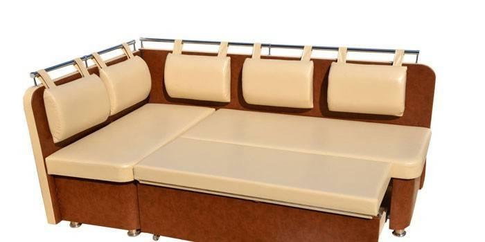 Кутовий диван на кухню: як вибрати для інтер'єру