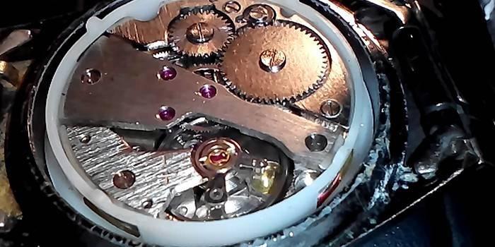 Механічний годинник - історія створення, огляд водонепроникних, протиударних, брендових з фото