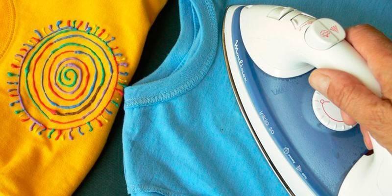 Як гладити футболку на прасувальній дошці