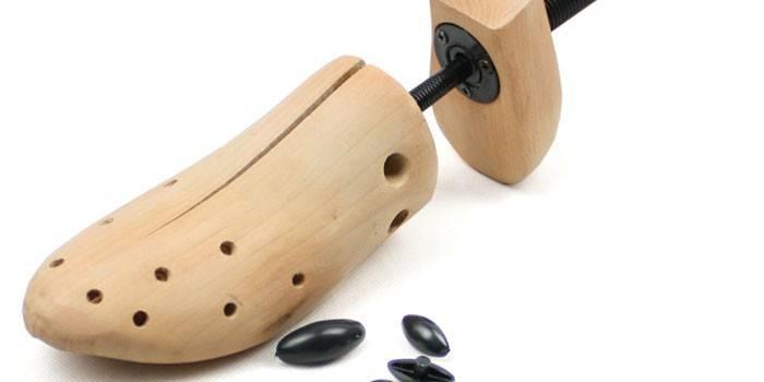 Розтяжка для взуття спреєм, піною та механічними растяжителями в домашніх умовах: як вибрати засіб або пристосування, відгуки