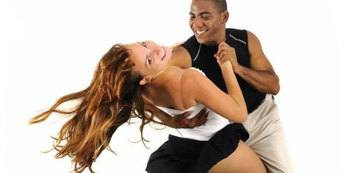 Що таке бачата - відміну від сальси, характерні особливості і опис танцю