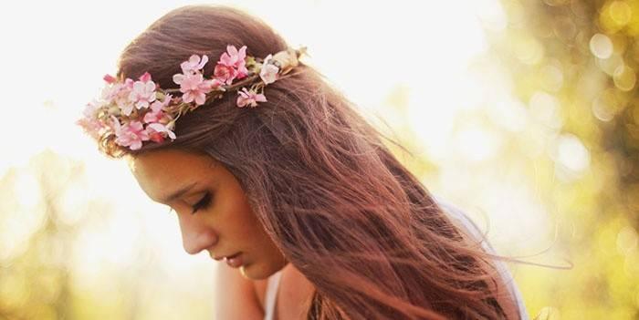 Як плести вінок з квітів на голову