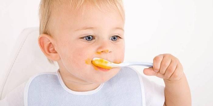 Меню дитини в 1 рік: раціон харчування малюка