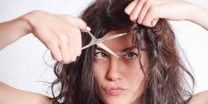 Стригти волосся у сні самому собі або у перукаря - тлумачення сонники