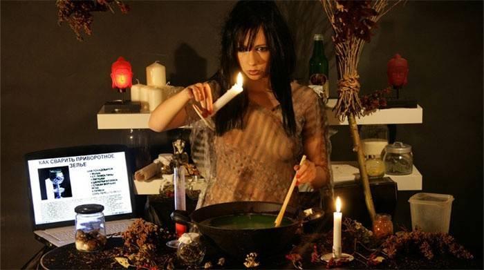 Як приворожити хлопця на відстані за допомогою їжі і фотографії, на місячні, на свічках і воді