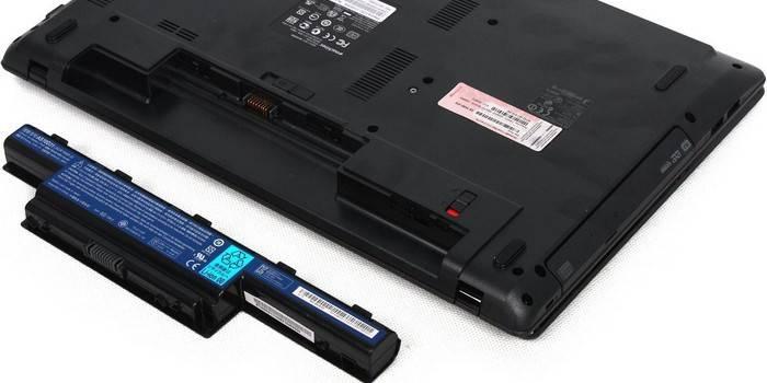 Чому батарея на ноутбуці не заряджається - що робити якщо при включенні в мережу блимає лампочка індикатора акумулятора
