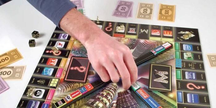 Монополія з банківськими картами: як грати