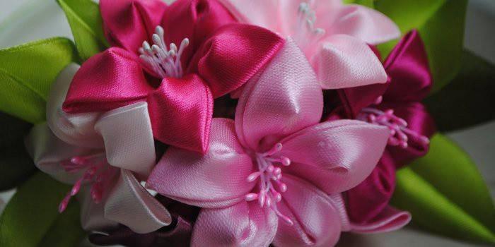 Квіти з атласних стрічок своїми руками:навчальні майстер-класи з фото і відео