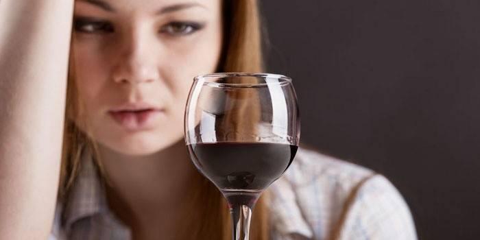 Як кинути пити алкоголь самостійно і способи позбутися від залежності народними засобами