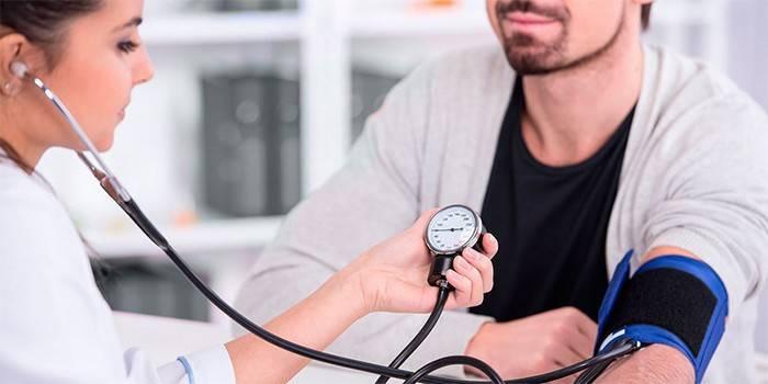 Симптоми підвищеного тиску у чоловіків - ознаки за стадіями у молодих і літніх, терапія та наслідки