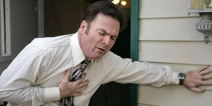 Симптоми серцевого нападу у жінок і чоловіків, перші ознаки, відео