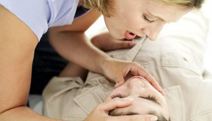 Перша допомога при зупинці серця і дихання: правила надання