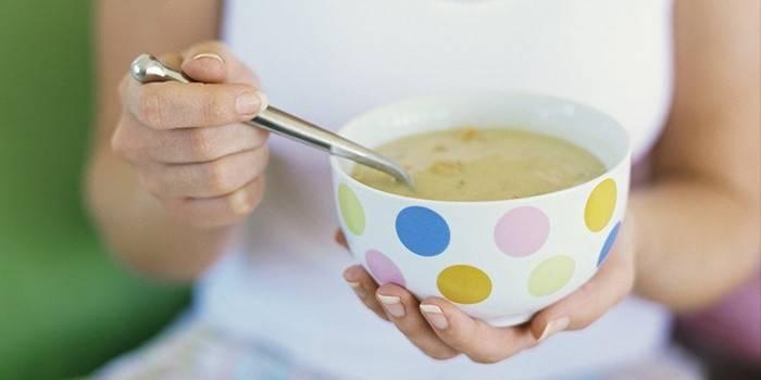 Що можна їсти при отруєнні дитині і дорослому: особливості харчування