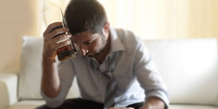 Найбільш ефективні народні засоби від алкоголізму в домашніх умовах